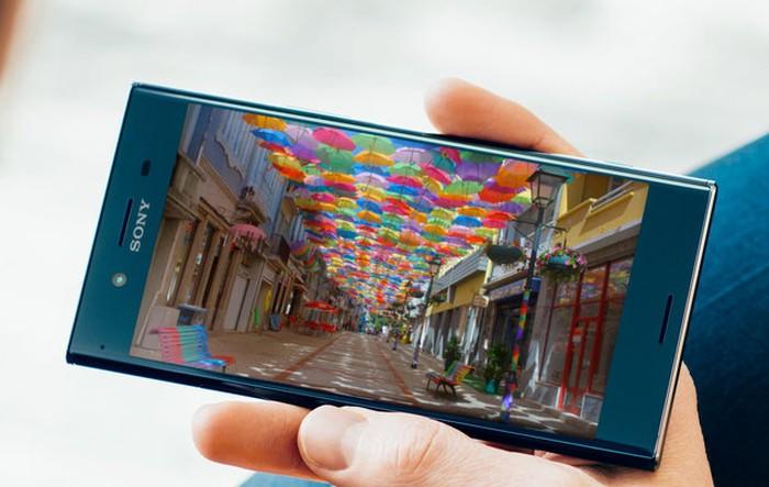 Xperia XZ Premium adalah smartphone pertama dengan layar 4K yang HDR (High Dynamic Range Ready) sehingga menghasilkan tampilan super tajam. Dengan konten HDR, pengguna akan langsung merasakan perbedaan seperti kontras lebih tinggi dan warna lebih luas. Tapi konten HDR memang masih belum banyak saat ini. Foto: Sony