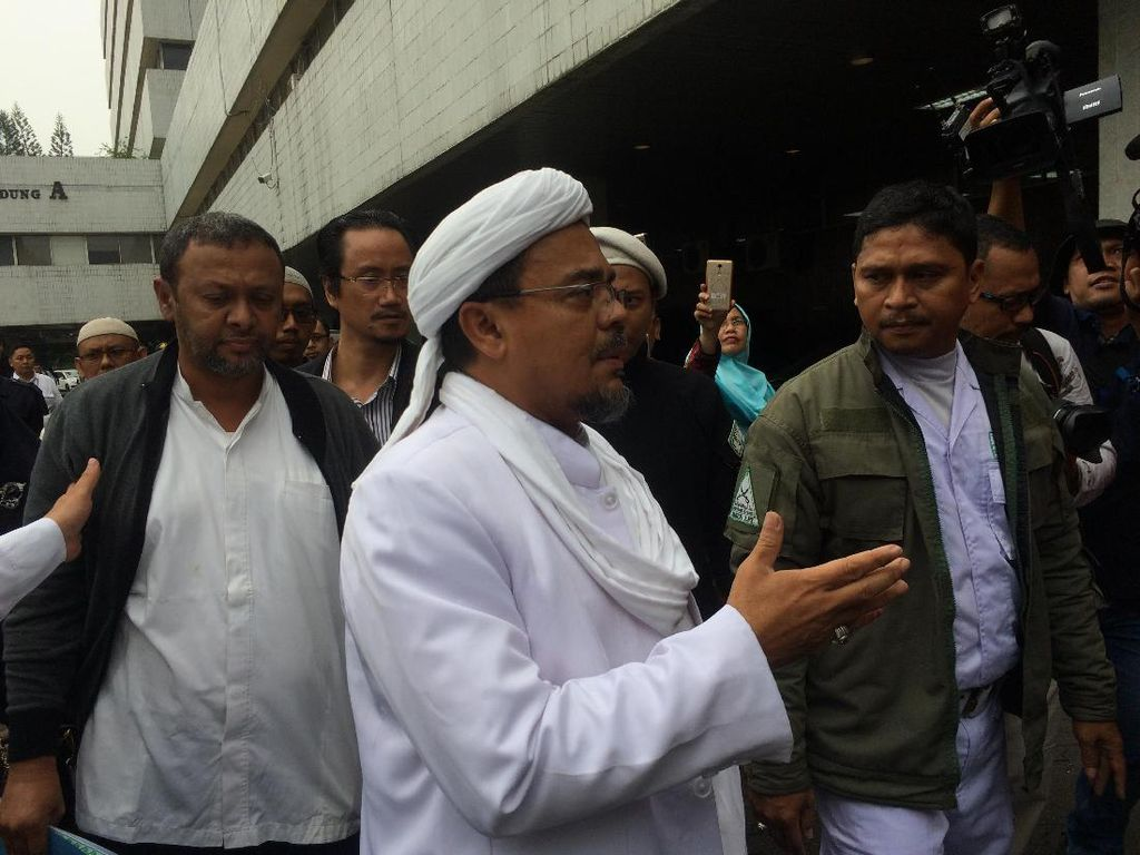Jadi Ahli Sidang Ahok, Habib Rizieq Acungkan Jempol