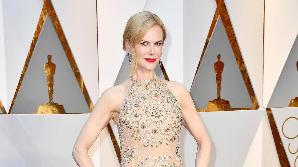 Gaun Nicole Kidman Mendadak Berubah di Sela Oscar, Ada Apa?
