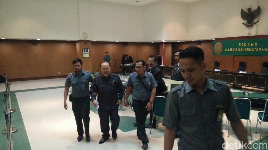 Hakim Napitupulu Disebut Minta Uang Rp 1 M untuk Bebaskan Terdakwa