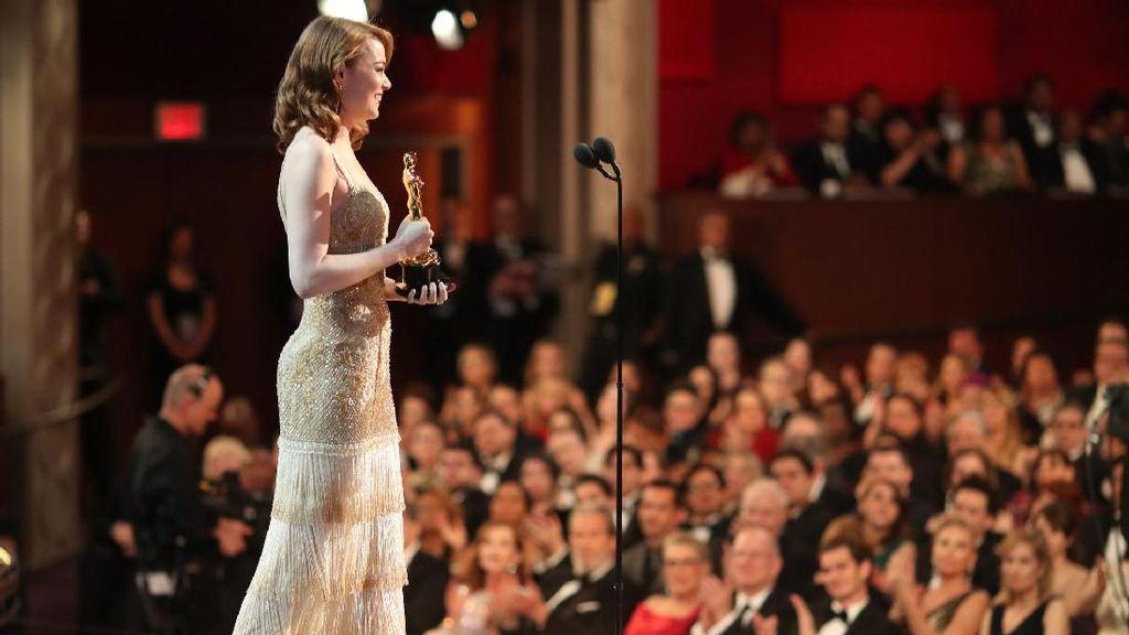 Reaksi Sang Mantan Saat Emma Stone Menerima Piala Oscar Jadi Viral