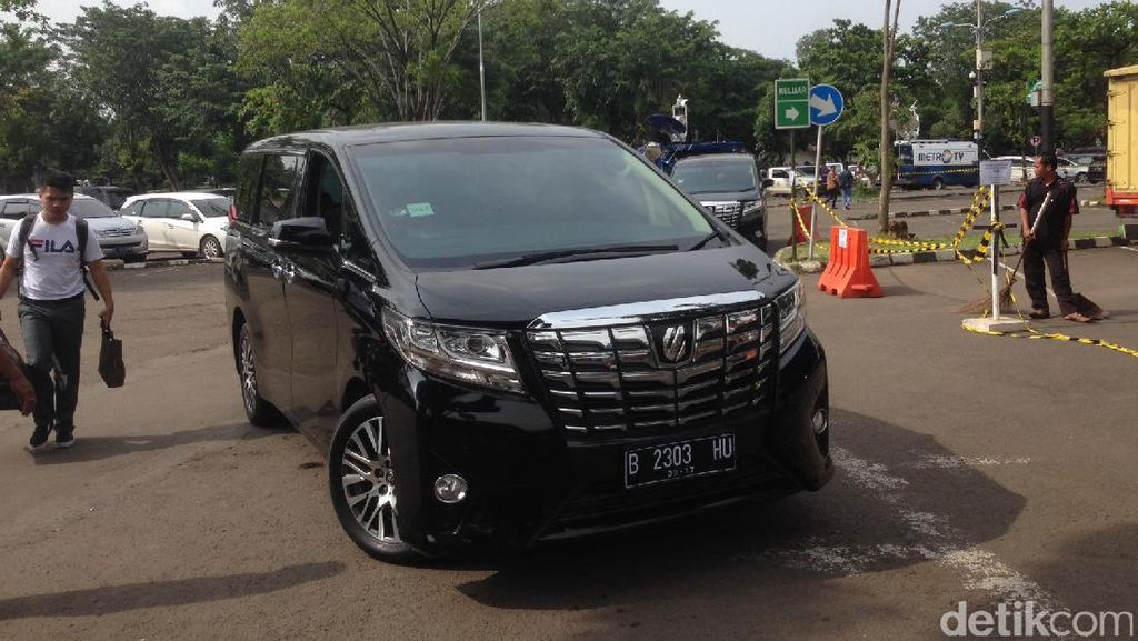 Penampakan Mobil Mewah Penjemput Rombongan Raja Salman di Halim