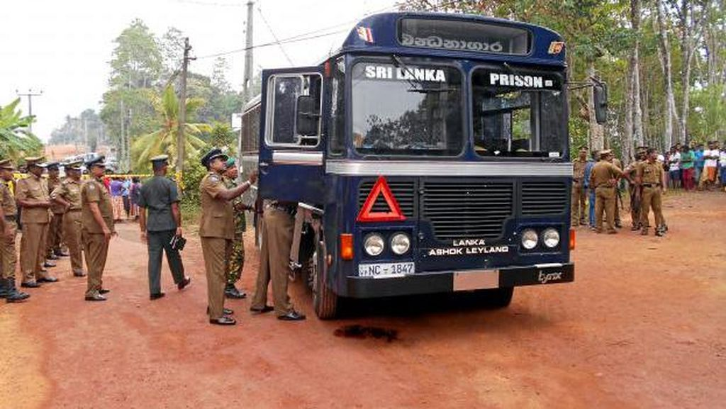 Bus Tahanan di Kolombo Ditembaki Seorang Pria, 7 Orang Tewas