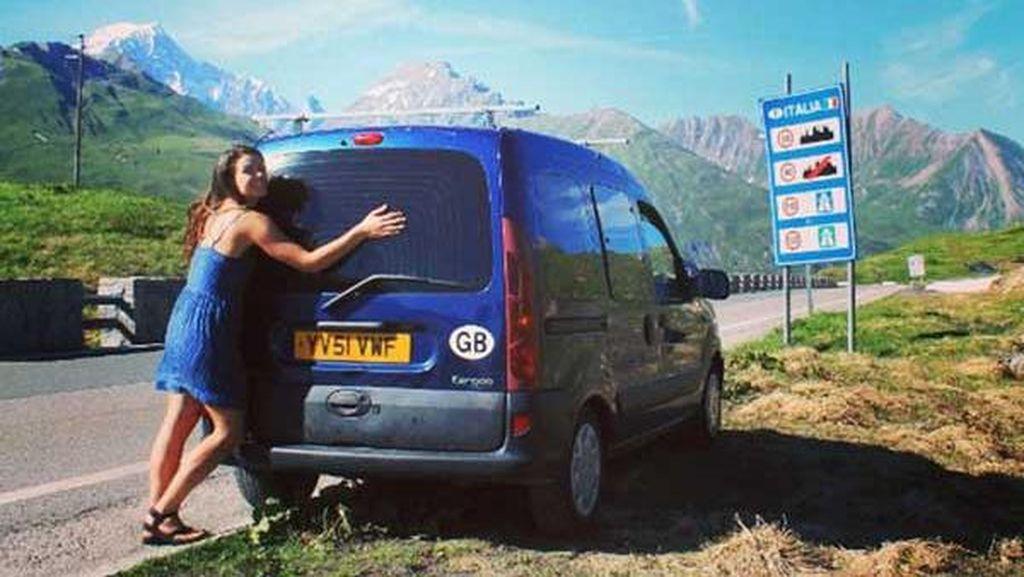 Ingin Keliling Dunia, Wanita Italia Ini Permak Renault-nya