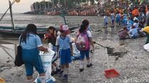 Jelang HPSN 2017, Ribuan Siswa Kerja Bakti di Pantai Cumpat Bulak