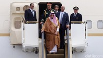 Raja Salman Masuk Istana, Warga Kehujanan Menyemut di Depan Gerbang