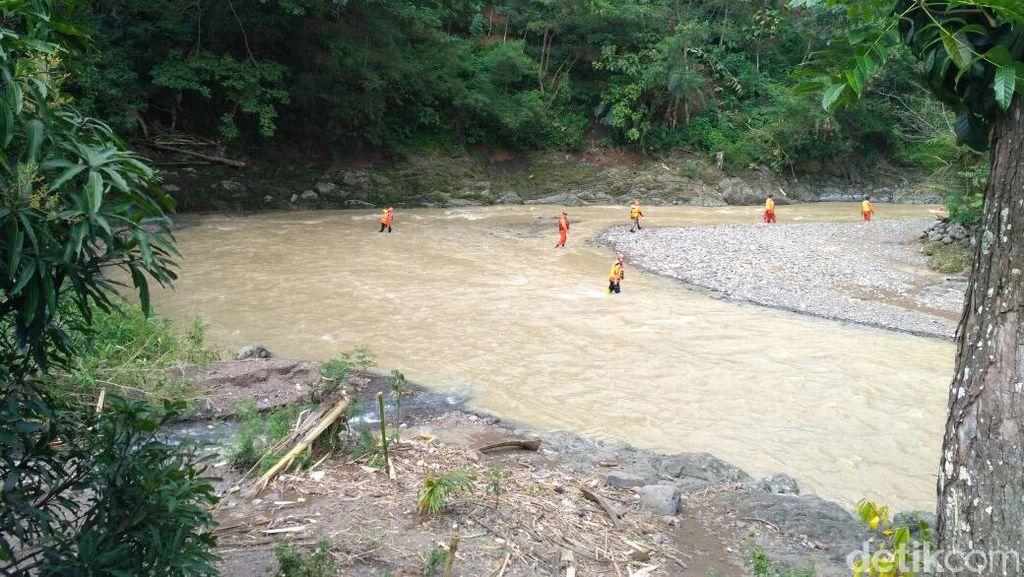 Tenggelam di Kuningan, Jasad Eman Ditemukan di Muara Laut Cirebon