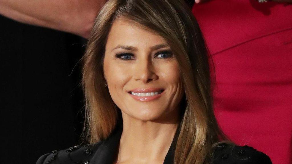 Pakai Blazer Berkilauan, Melania Trump Curi Perhatian Anggota Kongres AS