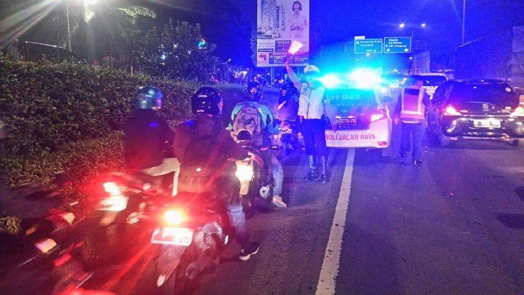 Banjir di Jalan Arteri TB Simatupang, Motor Masuk Tol JORR