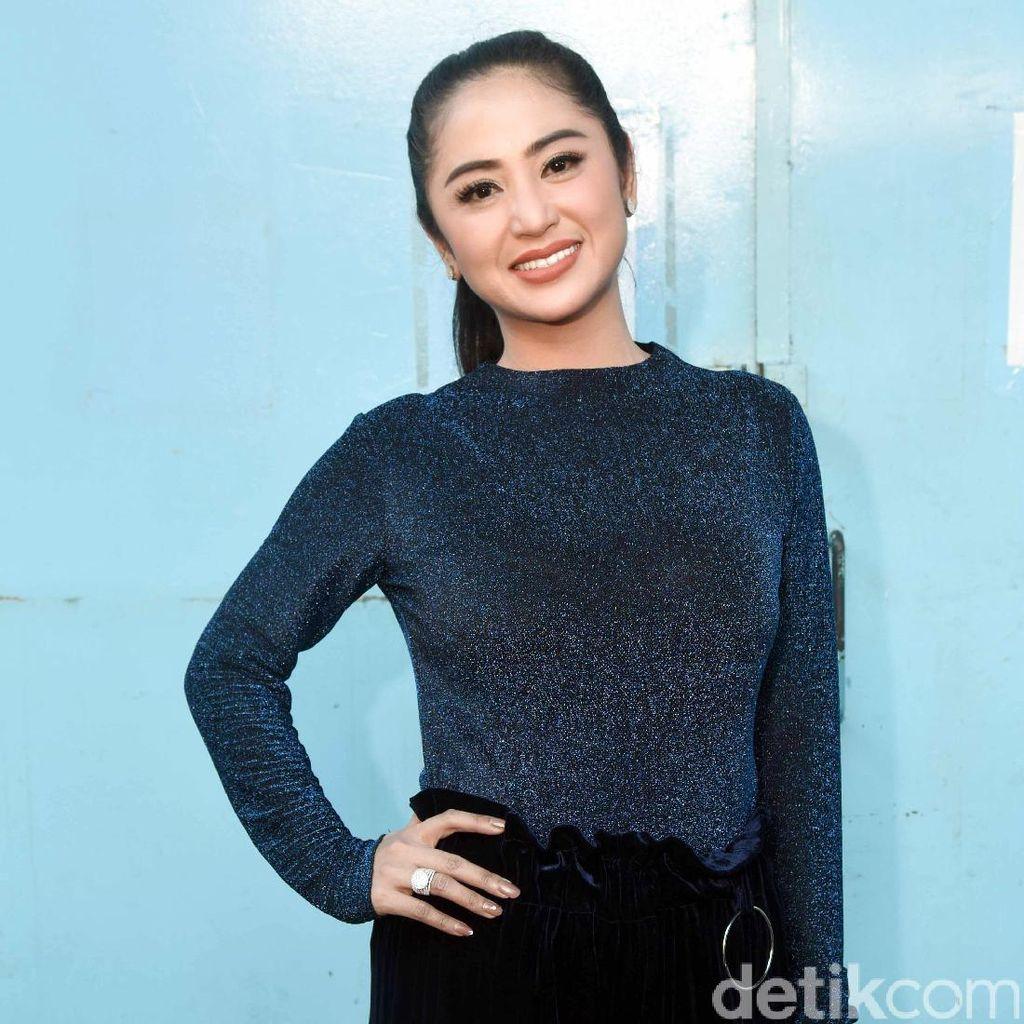 Kondisi Julia Perez Membaik, Dewi Persik Kembali Menjenguk