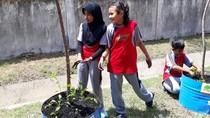 Melihat Antusiasme Murid-murid SD Tanam Markisa di Gresik