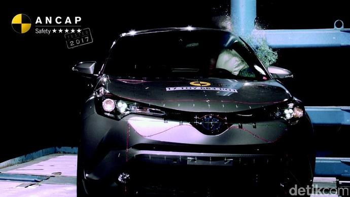 Toyota C-HR Dapat 5 Bintang