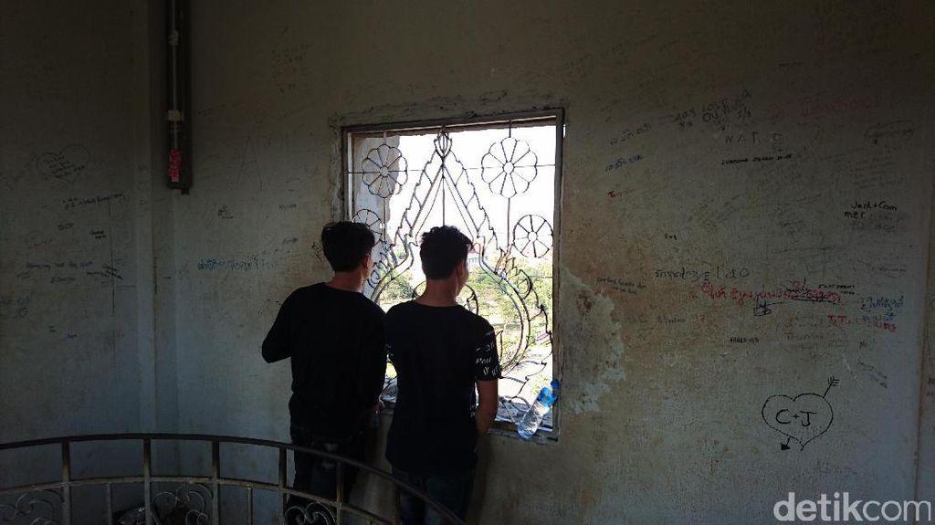 Miris, Vandalisme Juga Terjadi di Objek Wisata Bersejarah Laos