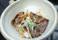 Rock Papr Scsr: Enaknya Donburi dengan Striploin Steak Beraroma Truffle dan Tuna Poke