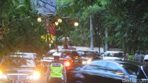 Iring-iringan Mobil Raja Salman Tiba di Hotel St Regis