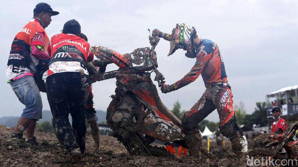 Race 2 MX2 Dihentikan