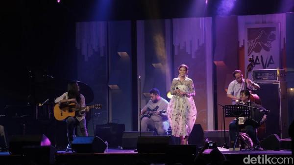 Menikmati Senja di BNI Java Jazz Bersama Monita Tahalea