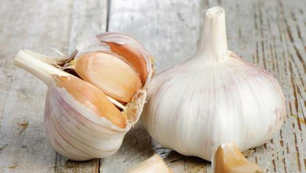 Harga Naik Jelang Puasa, Ikuti Tips Ini Saat Simpan Bawang Putih
