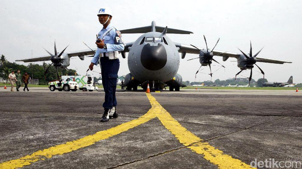 tetapkan tak melajutkan pembangunan Bandara Sebatik di Kalimantan Utara Terkini Bandara Sebatik Bakal Kaprikornus Pangkalan Militer