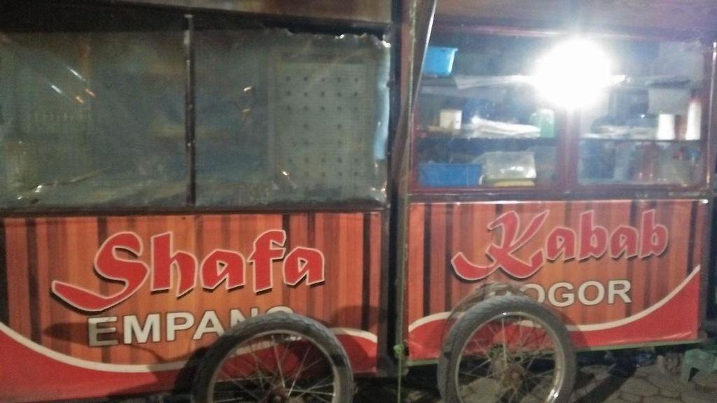 Yang Harus Kamu Coba di Bogor, Kebab Jumbo Murah Meriah