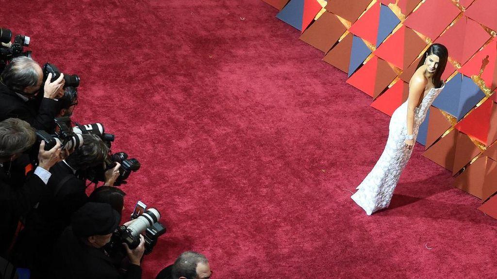 Pakai Baju Seperti Ini di Oscar, Priyanka Chopra Sempat Sulit Makan