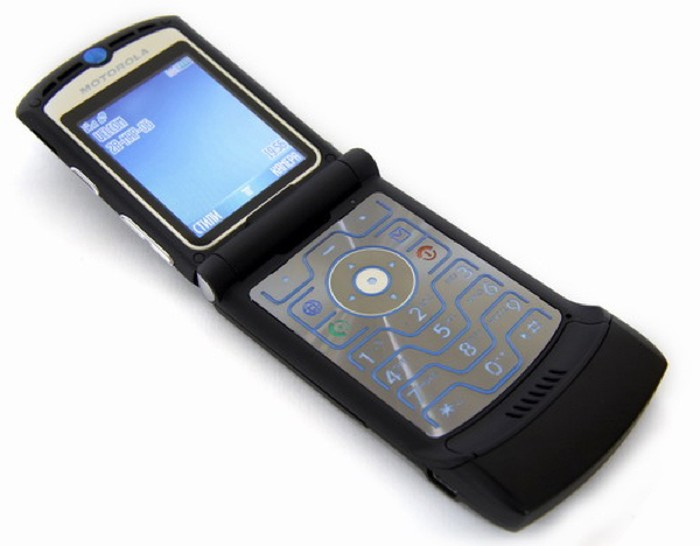 Masuk ke nomor urut 11, ada Motorola RAZR V3 yang diperkenalkan pada tahun 2004 yang telah terjual130 juta unit. (Foto: Internet)