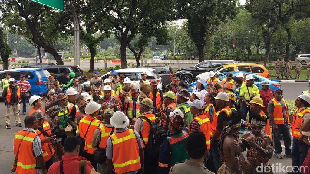 Jauh-jauh dari Mimika, Ratusan Karyawan Freeport Demo di Monas