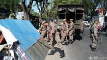 Satpol PP Tertibkan 27 PKL di Tambora