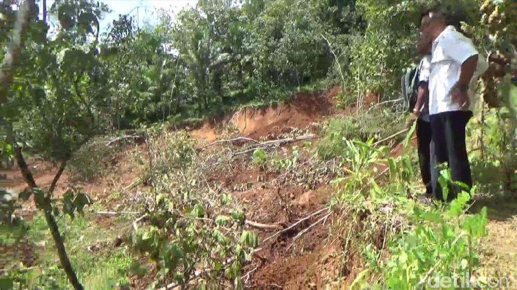 Bupati Emil: Penanganan Tanah Gerak Tunggu Kajian Ahli Geologi
