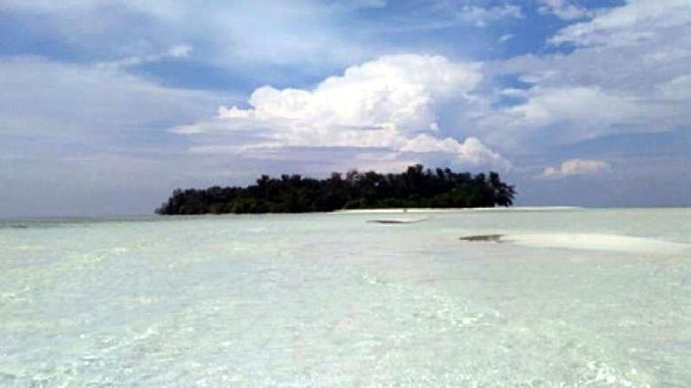 Foto: Pulau Cemara Besar di Karimunjawa (Rio Candra Prasetyo/dTraveler)