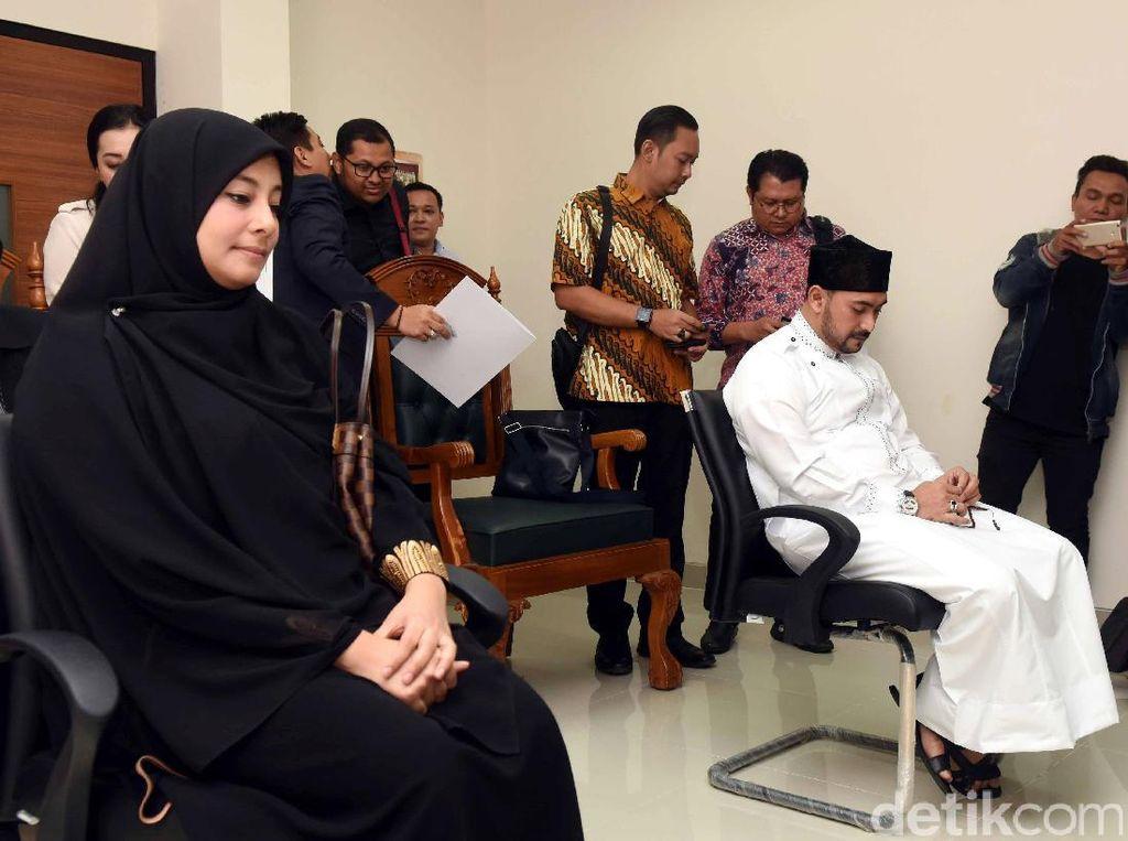 Al Habsyi lebih Pilih Berdakwah, Putri Tetap Hadir di Sidang Cerai Lanjutan