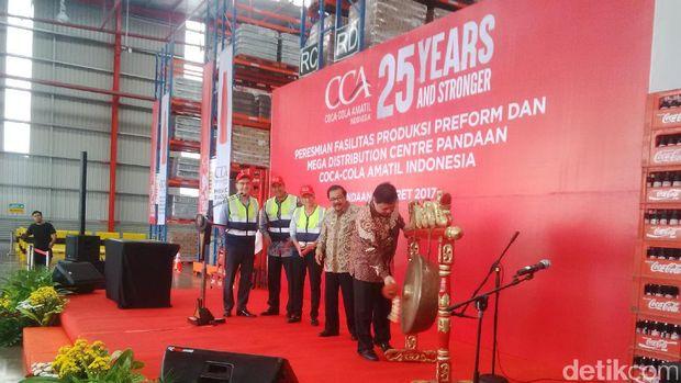Menperin di Pabrik Coca Cola