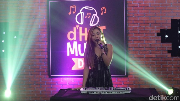 Seksi dan Energik, Nadia Vega Nyanyikan Single Terbaru Fire