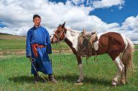 Dalai Lama Sarankan Minum Susu Kuda untuk Atasi Kecanduan Alkohol
