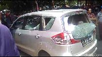 Sopir Angkot Serang Mobil yang Diduga Taksi Online di Karawaci