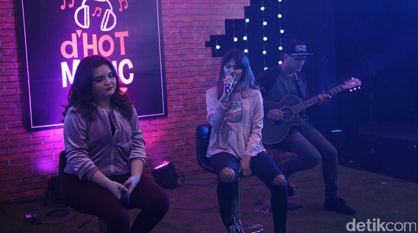 JB & Petty Bawakan Single Terbaru Di Dekatmu di dHOT Music Day