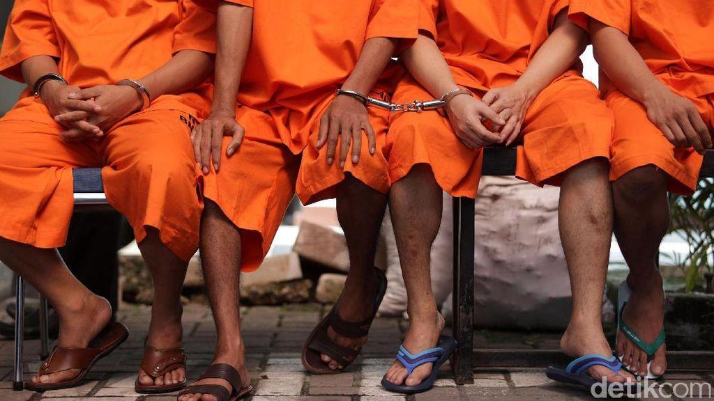 PN Jaktim Rampas Rumah dan Emas Anak Buah Bos Ekstasi Chandra