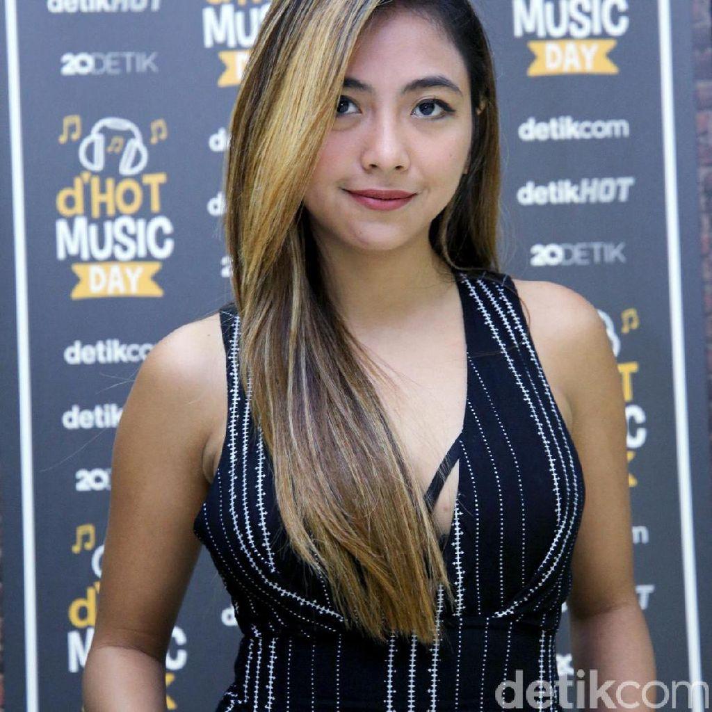 Ditinggal Nadia Vega ke Ambon, Suami Ngambek