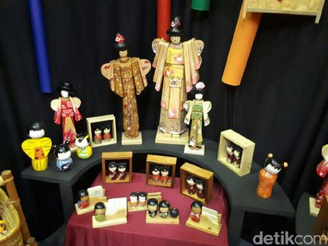 Limbah kayu diolah jadi aneka boneka Jepang