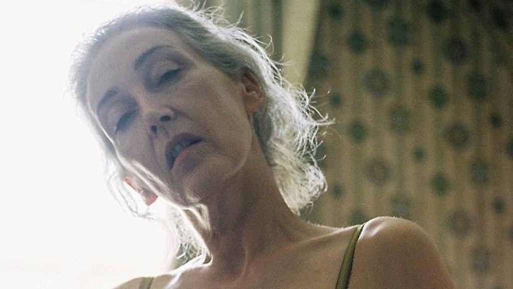 Foto: Ketika Wanita 57 Tahun Tampil Seduktif Jadi Model Lingerie