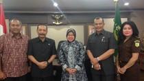 Risma Konsultasi ke Kejagung untuk Pertahankan Aset Pemkot Surabaya
