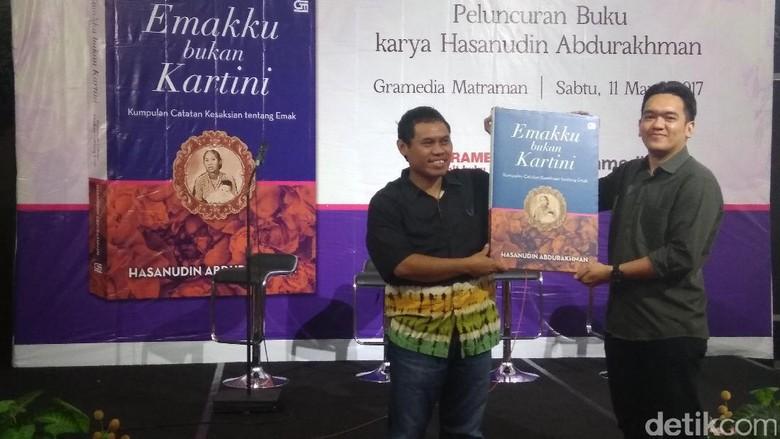 Kolomnis Kang Hasan Luncurkan Buku Berjudul Emakku bukan Kartini