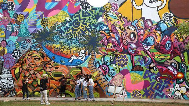 Kenang kenangan dari ahok wisata ke rptra kalijodo for Mural kalijodo