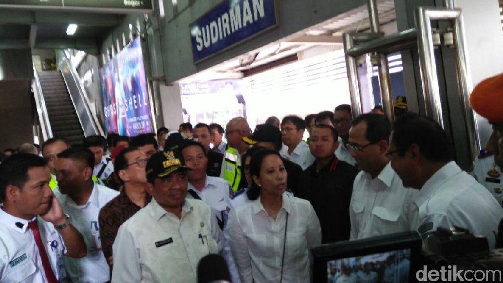 Menhub dan Rini Soemarno Blusukan Cek Progres Kereta Bandara