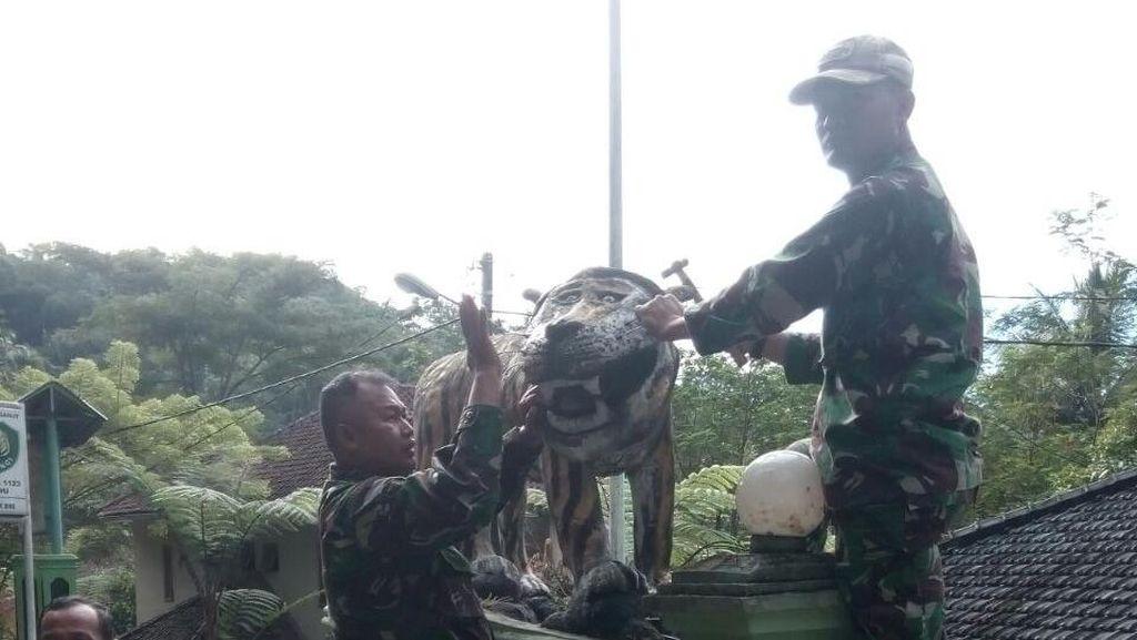 Bertampang Lucu, Patung Macan Koramil Cisewu Jadi Viral