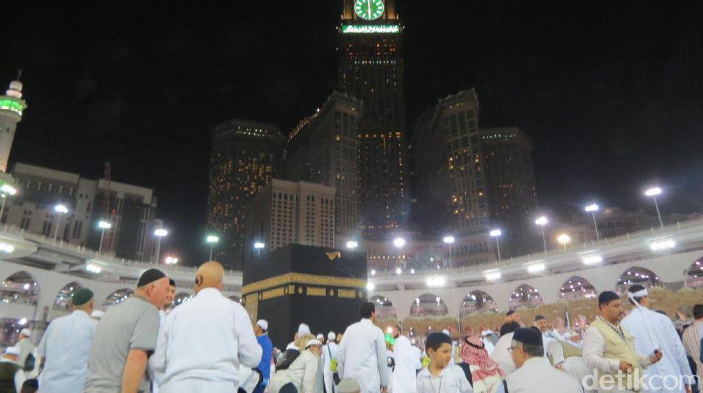 Adzan Subuh Masjidil Haram yang Menyentuh Jiwa
