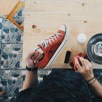 5 Sekawan Ini Bisnis Cuci Sepatu Beromzet Jutaan