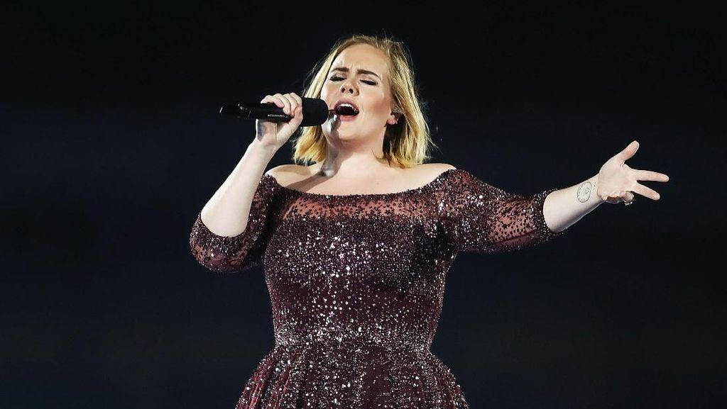 Terungkap, Gaun Konser Adele Ini Dijahit dengan Tangan Selama 500 Jam