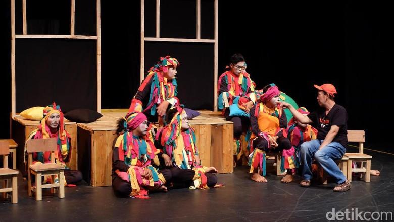 Cerita Generasi Penerus Grup Teater Tubuh Sena Didi Mime