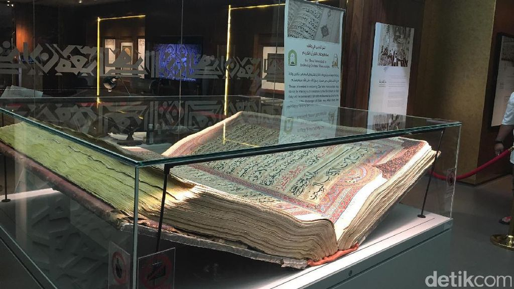 Ini Al Quran Terbesar di Dunia Seberat 154 Kg Berusia Hampir 200 Tahun